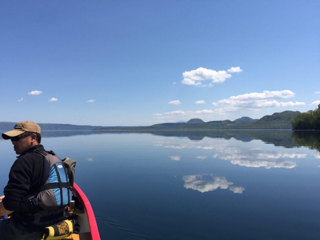 晴天で波の無い鏡面屈斜路湖