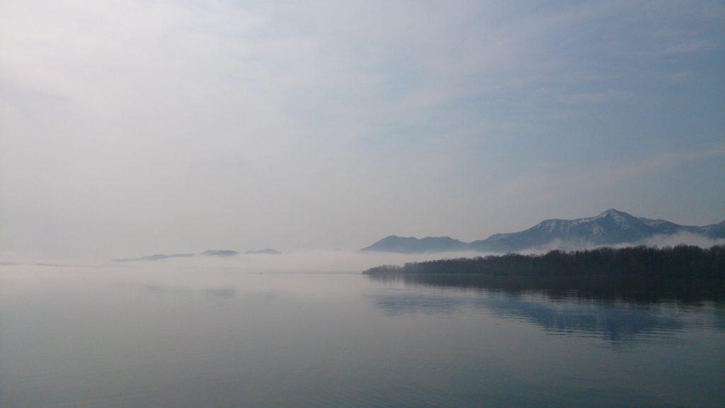 朝もや屈斜路湖