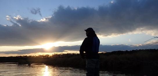 釧路川秋のカヌーフィッシング
