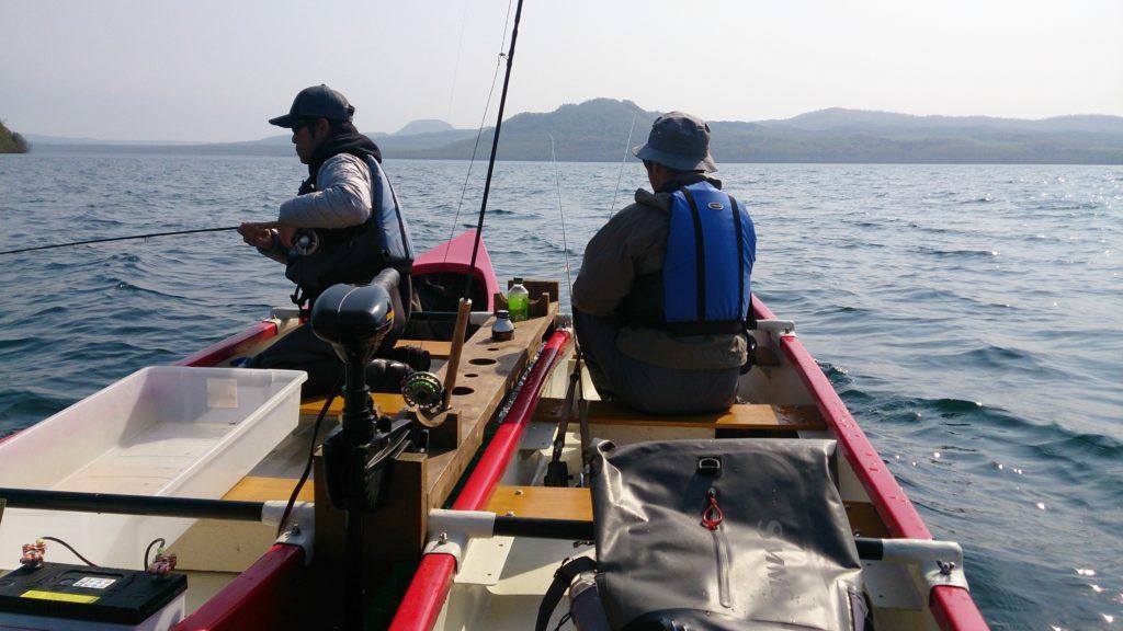 屈斜路湖ダブルカヌーで釣り