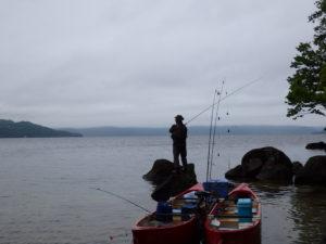 屈斜路湖でカヌーから釣り