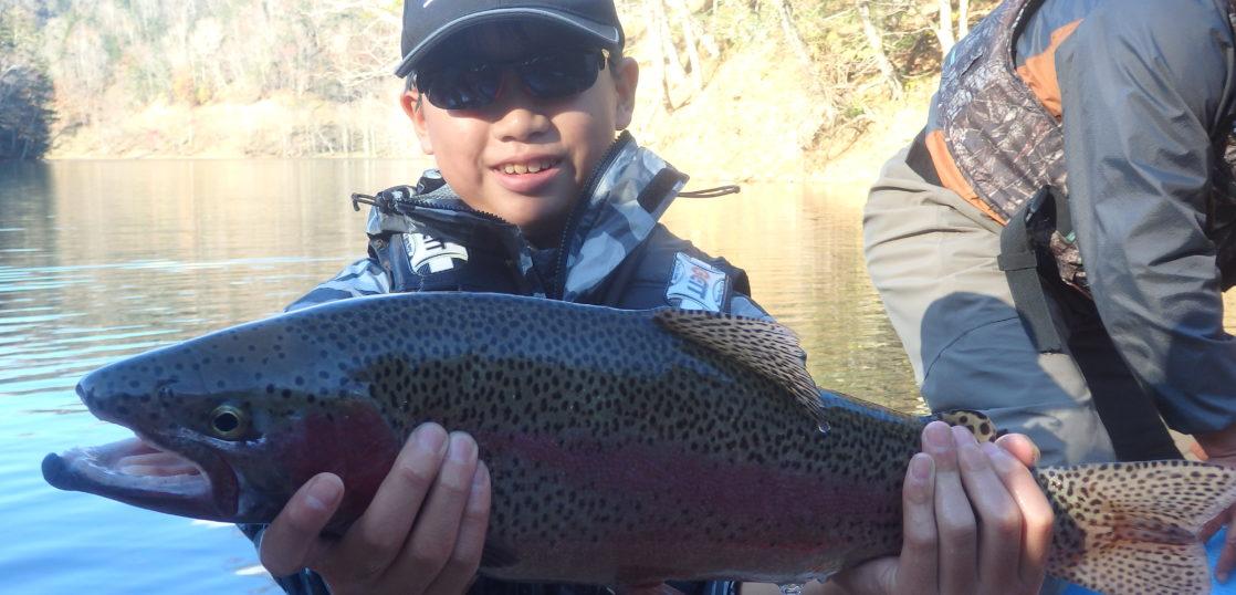 釧路湖でニジマス釣り